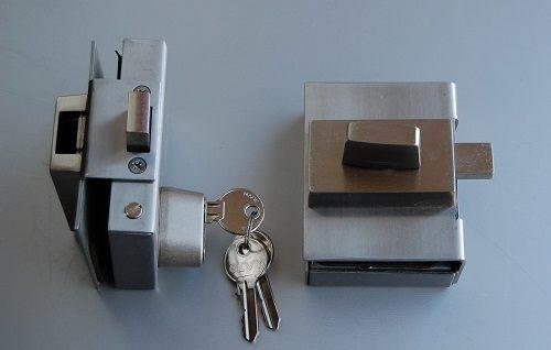 Допълнителна брава с обикновен патрон и заключване отвътре
