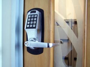електронно заключваща брава
