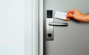 електронни брави с карти в хотелите